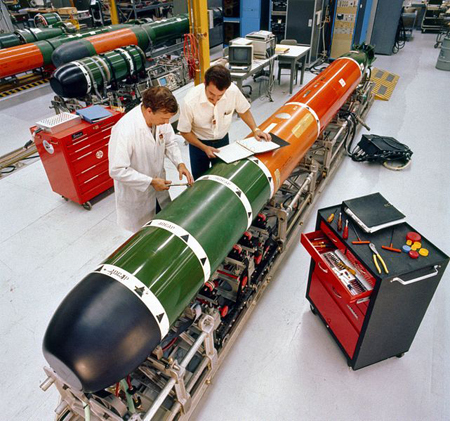 641px-mk_48_torpedo_maintenance_1982-sml.jpg