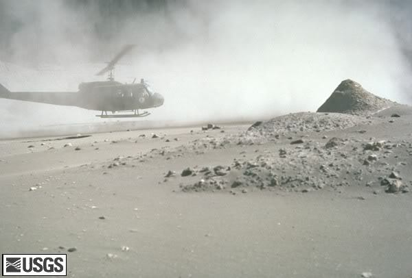 MSH80_volcanic_ash_with_helicopter_